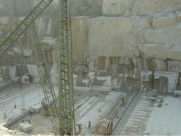 spray white quarry
