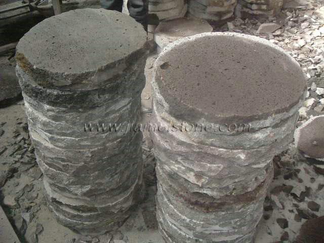 Round basalt pavers round lava stone pavers for gardening for Basalt pavers